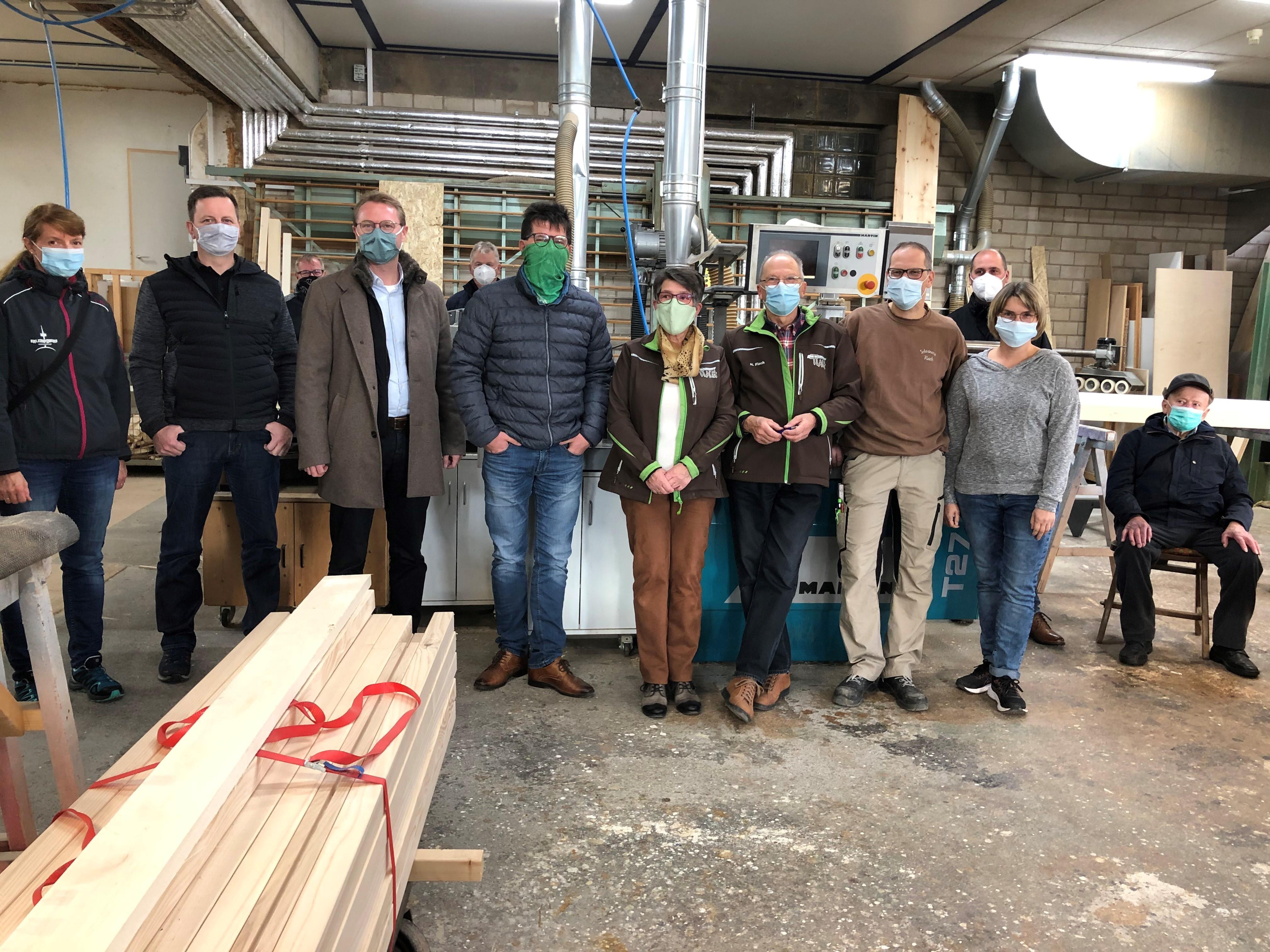 Trafen sich bereits im Oktober in Crainfeld: Dr. Jens Mischak, Dritter von links, Familien Flach, fünfte von links und weiter.